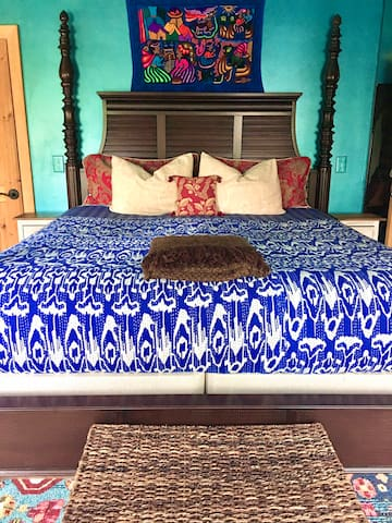 Master Suite: Big, comfortable king bed.