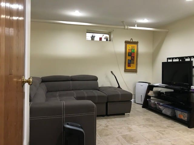 Comfy basement suite 30 minutes to NYC