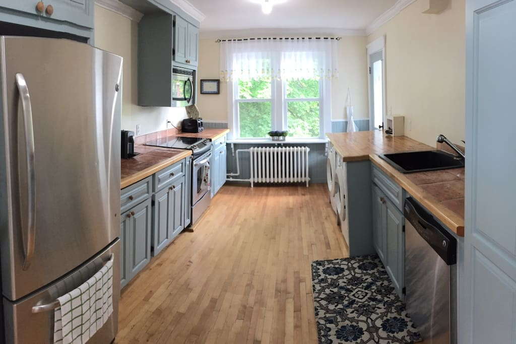 Fully-equipped kitchen with coffee machine, Nespresso, toaster, kettle. Front-load washer and dryer for your use.