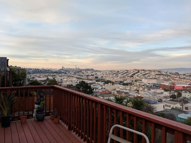 Cozy Private Guest Suite w/ Full Bath & Deck in SF