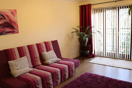 New Central Flat, Right by the Train station - Maidenhead - Apartment