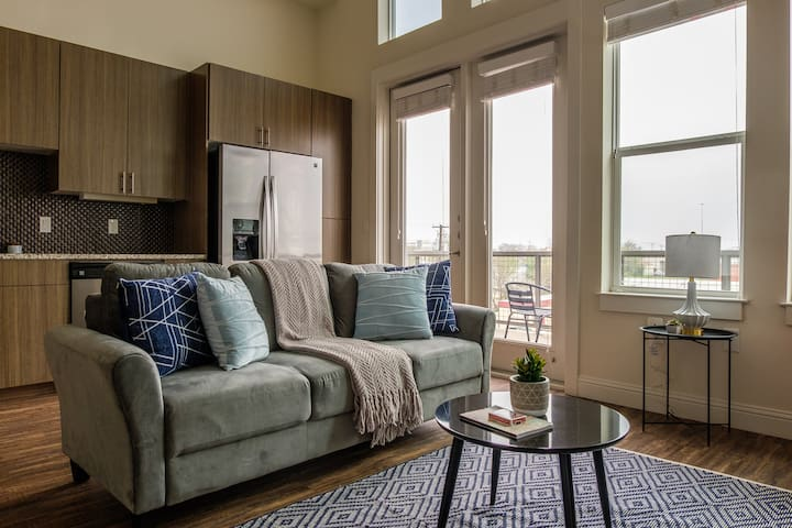 Charming 1BR Near Downtown