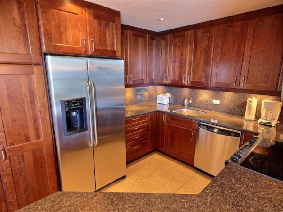 Fully Renovated High End Kitchen to cook meals.