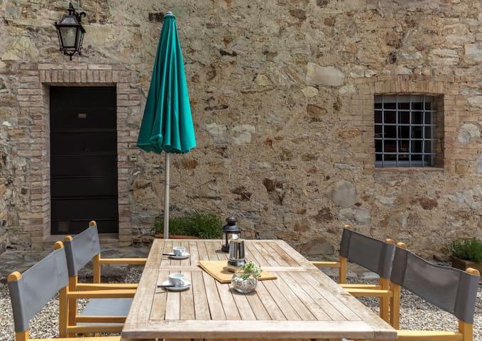 Appartamento con piscina a pochi passi da Siena