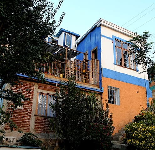 Single or Double room with own bathroom Valparaiso