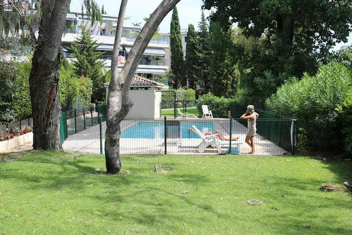2 pi ces cannes jardin privatif piscine appartamenti in - Piscinas leclerc ...