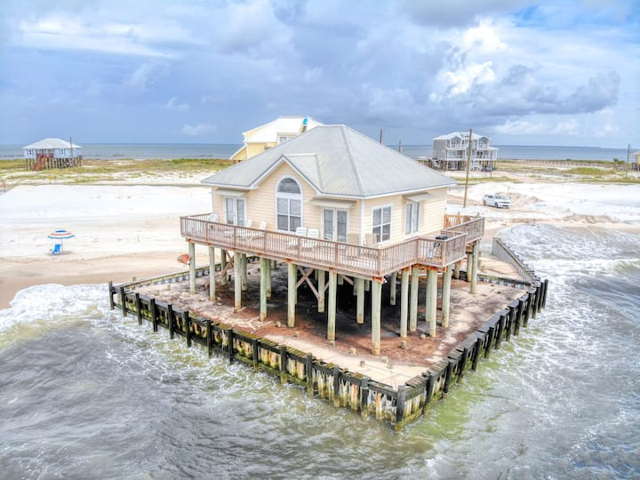 Beautifully Decorated, Comfortable, Beachfront 3 Bedroom House on Gulf Beach