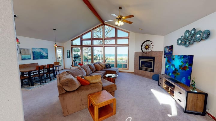 180 Degree Views From This Beautiful Waldport Home Outside of Tsunami Zone!