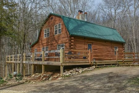 Log Home on 17 acres - Bloomington - Cabin
