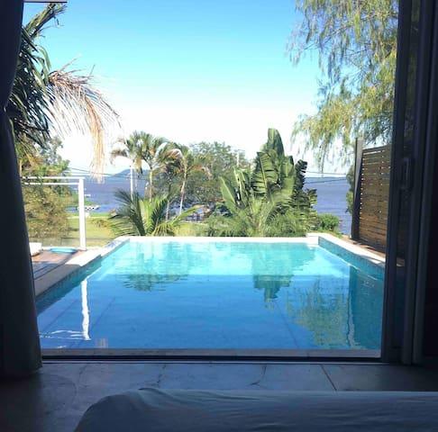 Hermosa Casa frente al Lago Ypacaraí