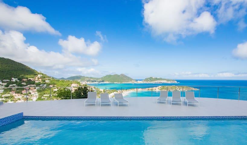 Villa Kailani 3 bedroom with Stunning Ocean Views