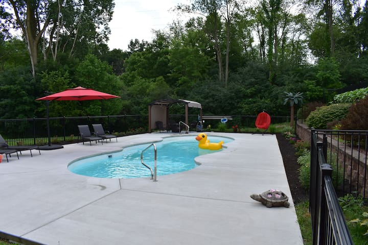 Spacious Lower level with Pool