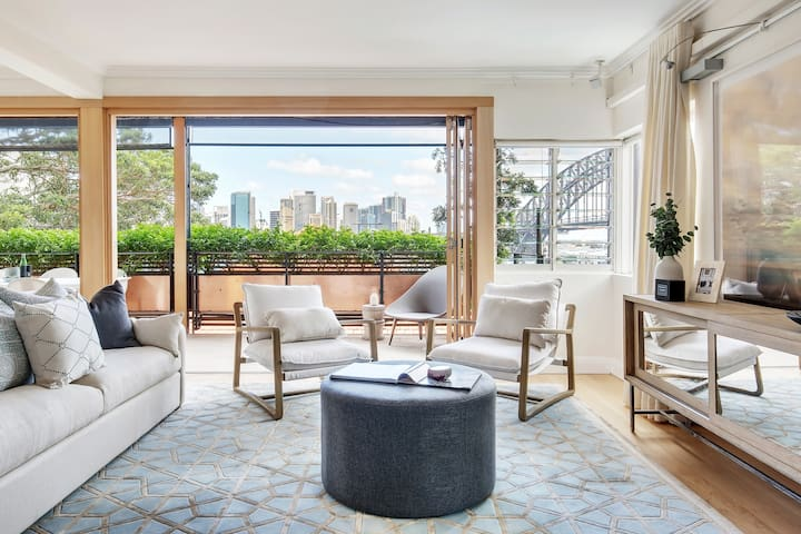 Luxe Kirribilli Pad w/ Expansive Harbour Views