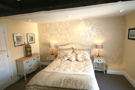 The Yellow Room with ensuite - Feltwell - Bed & Breakfast - 1