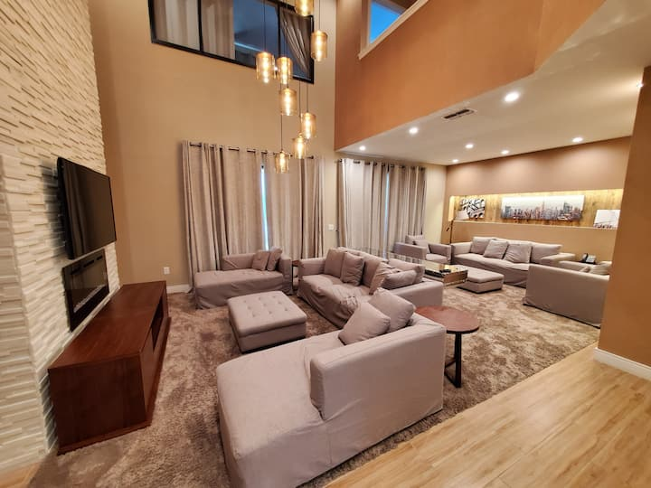 BEAUTIFUL HOUSE 3 SUITES WITH JACUZZI NEAR DISNEY