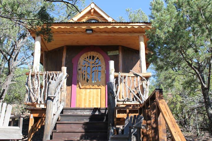 Jolly Llamas Getaway - Hobbit Cabin - Sandia Park - Cottage