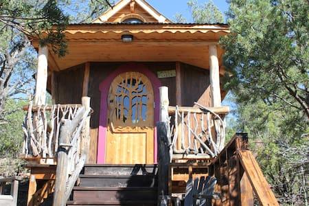 Jolly Llamas Getaway - Hobbit Cabin - Sandia Park - Ξυλόσπιτο
