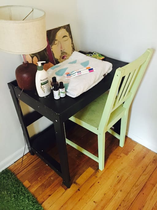 Desk & chair with towels and toiletries + essential oils for your use :)
