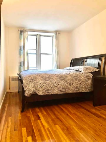 Great location! Master Bedroom 10 mins to Times Sq