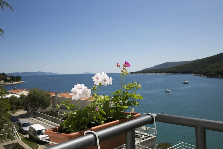Stunning view Studio Markov near the beach - Rabac - Apartamento