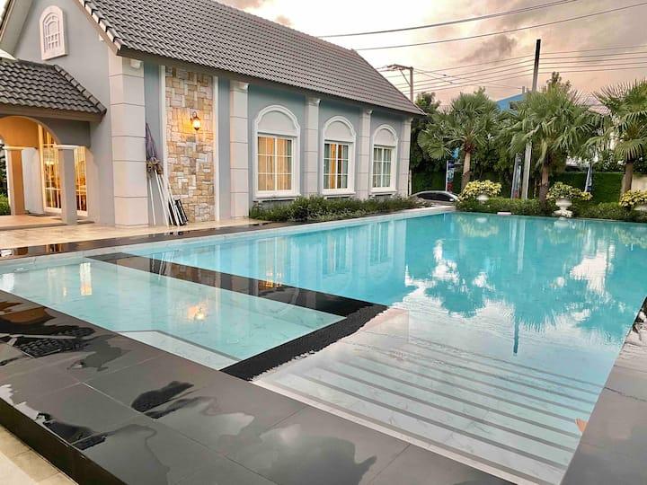 Villa de Lune Bangkok