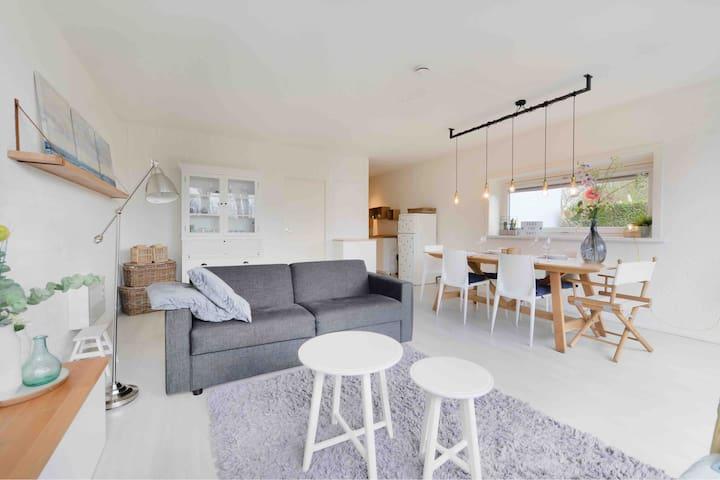 Beautiful apartment with big garden next to beach