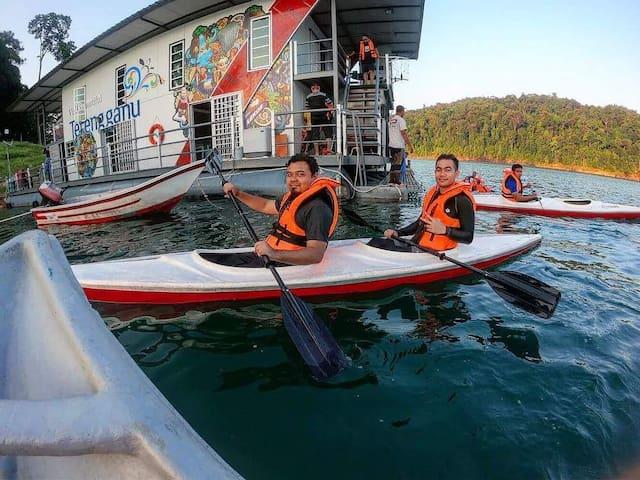 Houseboat Tasik Kenyir , Terengganu, Malaysia