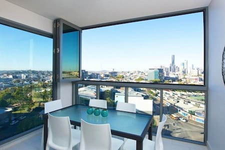 1 BednBath in new city apartment - Bowen Hills