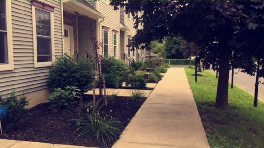 New Condo few blocks from Saratoga Racetrack - Saratoga Springs - Lyxvåning