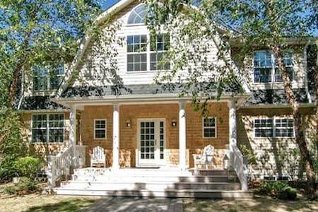 Massive, Newly Renovated South Hampton Dream Home - 南安普敦 - 独立屋