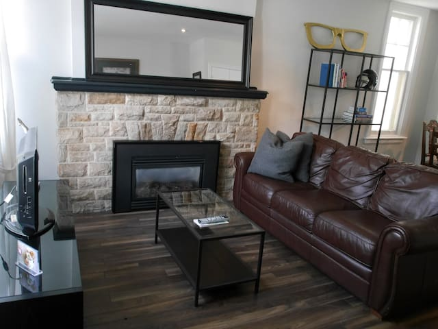 Beautiful House in Forest Hill with Parking!