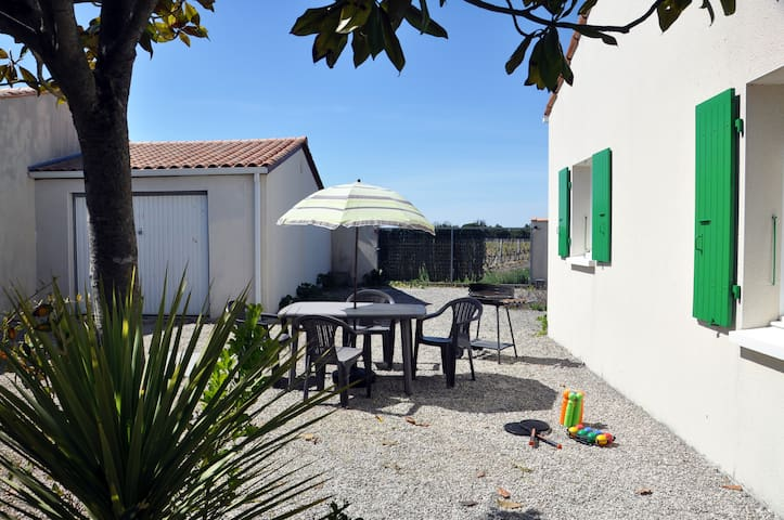 Petite maison oléronnaise au bord des vignes - Saint-Georges-d'Oléron - Huis