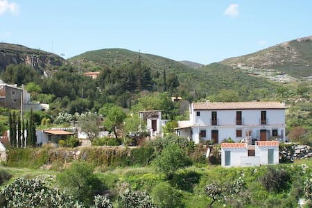 Farmhouse apartment 5 minute walk to village plaza - Lubrín