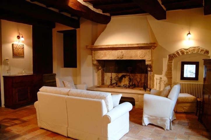 Antico Caminetto, antica casa in tufo