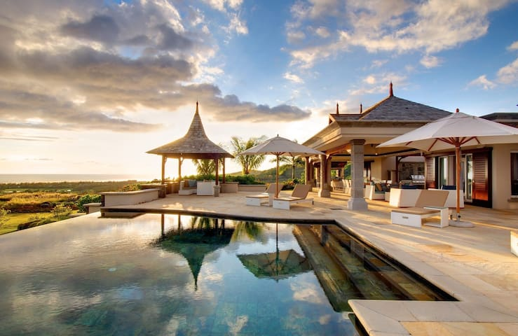 Stunning Private Villa: Ocean View, Private Infinity Pool, Discount Golf!