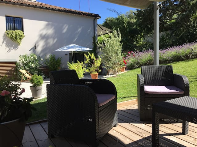 Air-conditioned studio with garden, 5 min from Aix