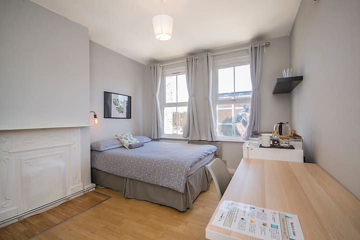 HS3-5 Premium Location in Heart of Brick Lane!