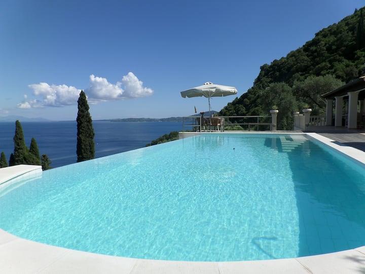 Villa + private pool in quiet area near Corfu Town