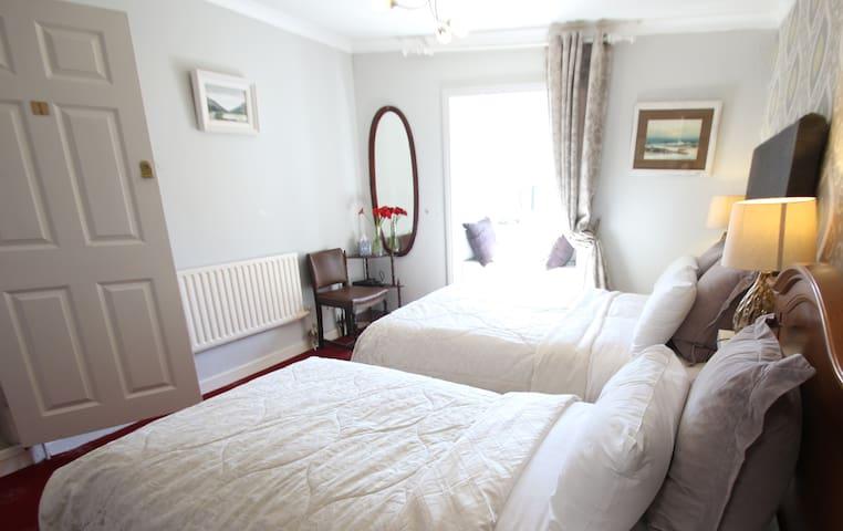 Bedroom double & single bed (sleeps 3)