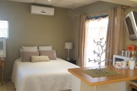 Bloemfontein Bachelor Flat self catering - House