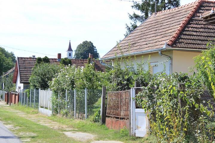 In der Natur gelegen und nur 2,5km nach Marcali - Marcali - Huis