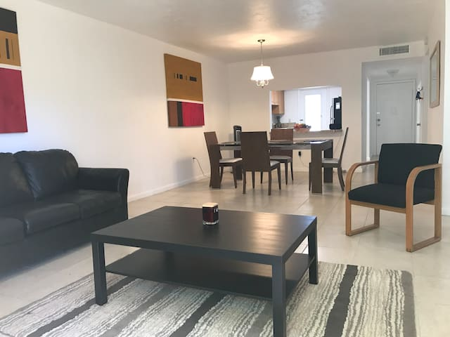 8.3Miles from the DWTN Miami&17miles from Ft Laud - North Miami Beach - Apartment