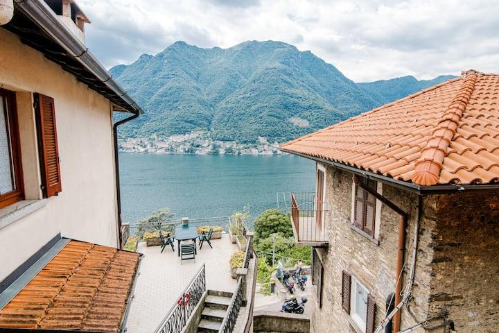 La casa di nonna Franca-vista lago con parcheggio