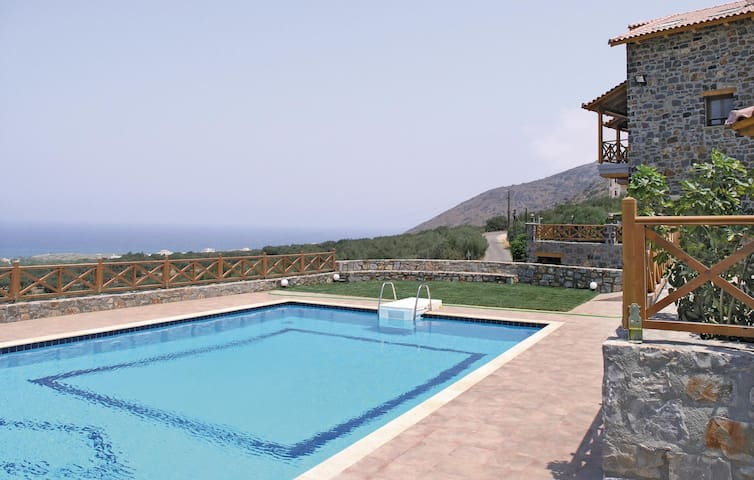 Holiday cottage with 4 bedrooms on 180 m² in Milatos, Lasithi