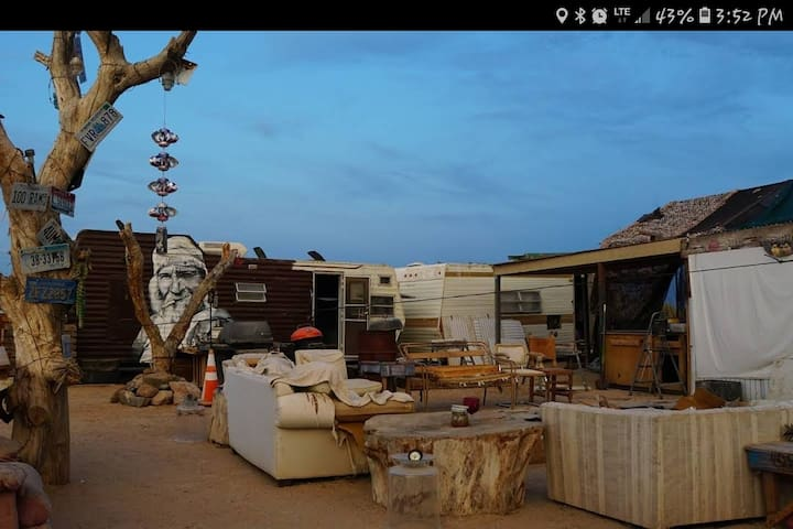 Ca Ponderosa, Slab city-The George Trailer