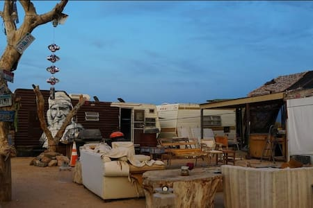 Ca Ponderosa, Slab city- The George Trailer