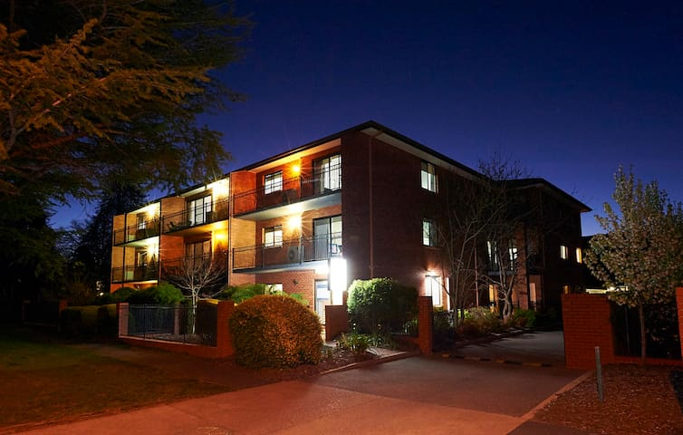 Oxley Court Serviced Apartments 3 - Griffith - Apartment
