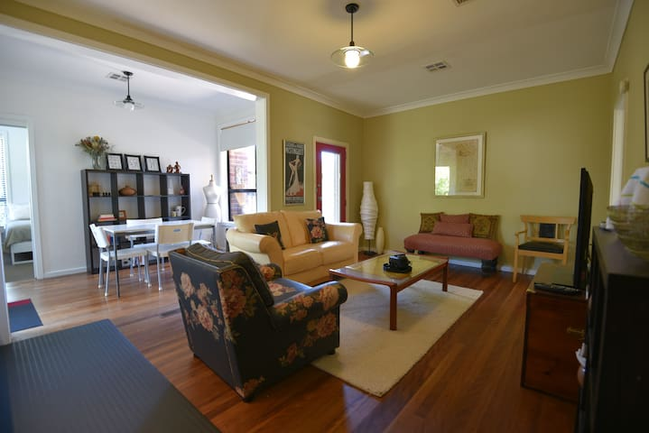 Spacious 2 bedroom accommodation in Red Hill - Red Hill - Haus