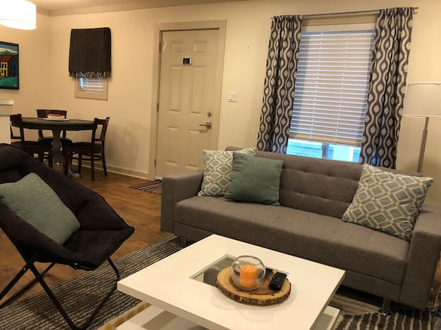 Love Living in Oxford! Condo 2 mins from Square