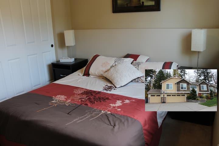 Comfy Room w prem mattress, pvte bath, near Boeing
